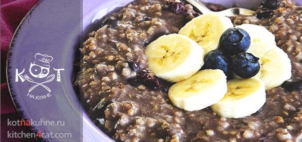 Овсянка с черникой и бананом