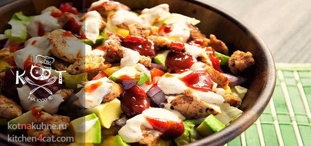 Салат с курицей под соусом барбекю