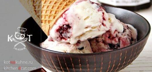 Вишневое мороженое с шоколадом