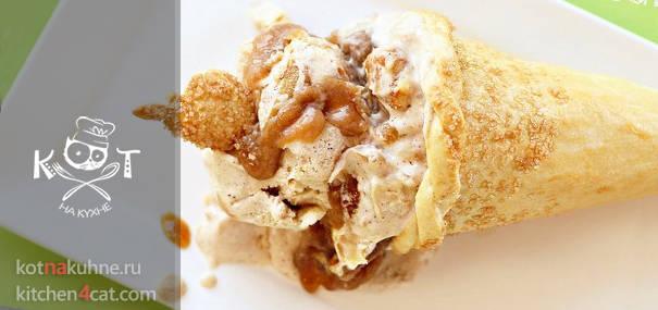 Мороженое с корицей и печеньем