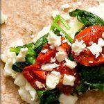 Вегетарианский Старбакс ролл в лепешке со шпинатом и сыром фета