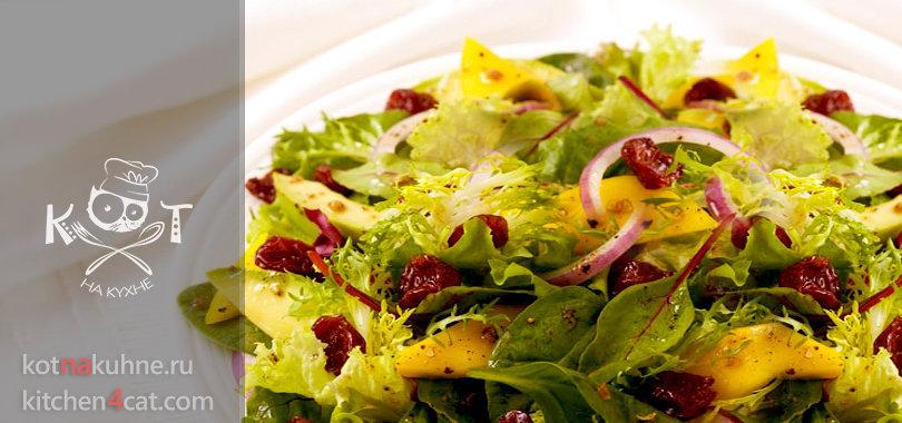 Фруктовый салат из авокадо с манго и вишней