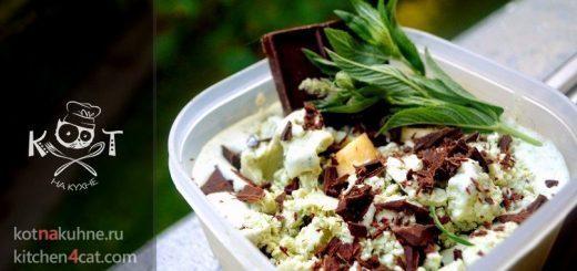 Ванильное мороженое с мятой и шоколадной стружкой