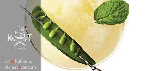Алкогольный коктейль из базилика с зеленым горошком