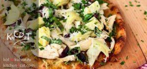 Пицца с соусом песто, курицей, оливками и артишоками