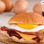 Бугрер с говядиной, беконом и яйцом