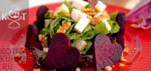 Свекольный салат с орехами, зеленью и сыром Фета