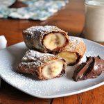 Сладкий рулет из лаваша с бананом и шоколадной пастой Нутеллой