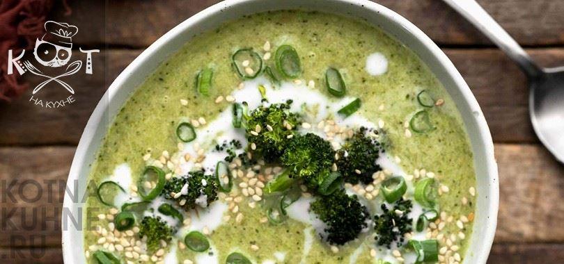 Веганский суп из брокколи с рисом, имбирем и лимоном по-китайски