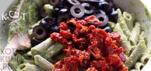 Паста с соусом песто и помидорами | Рецепт салата с макаронами