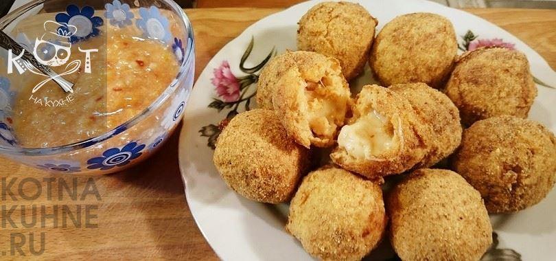 Круггетсы с сыром и сырным соусом (рецепт на сковороде, во фритюре, в духовке, в мультиварке)