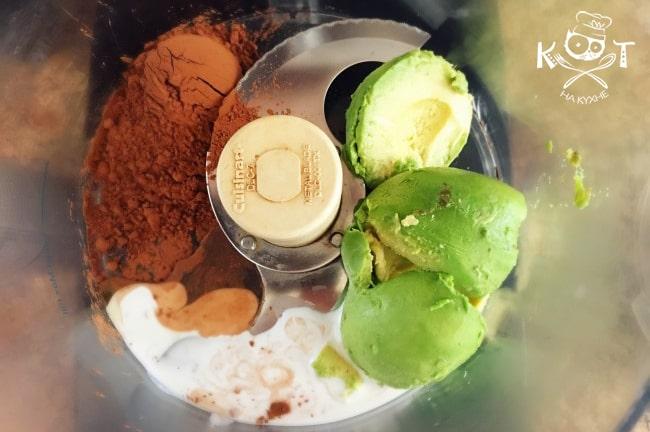 597-sladkij-shokoladnyj-krem-iz-avokado-i-banana-bez-sahara-raw-blender-min