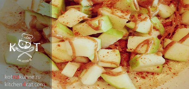 Овсянная каша с творогом, яблоками и корицей