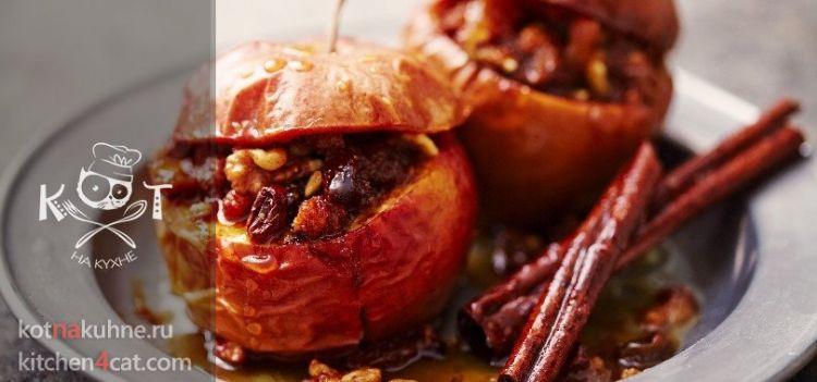 Яблоко с корицей и орехами, запеченное в микроволновке